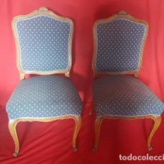 Antigüedades: PAREJA DE SILLAS DE MADERA CON CONCHA EN LA PARTE SUPERIOR. . Lote 113598063