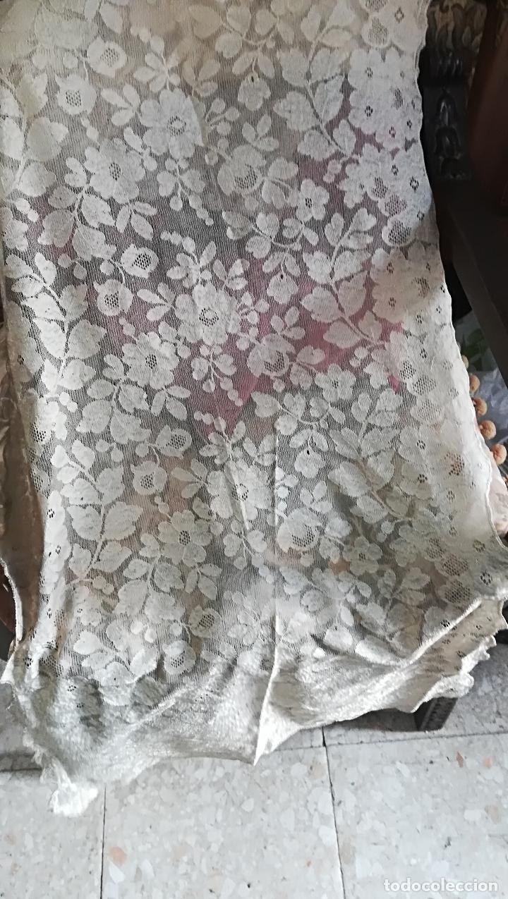 Antigüedades: Mantilla antigua floral en seda - Foto 2 - 156931529