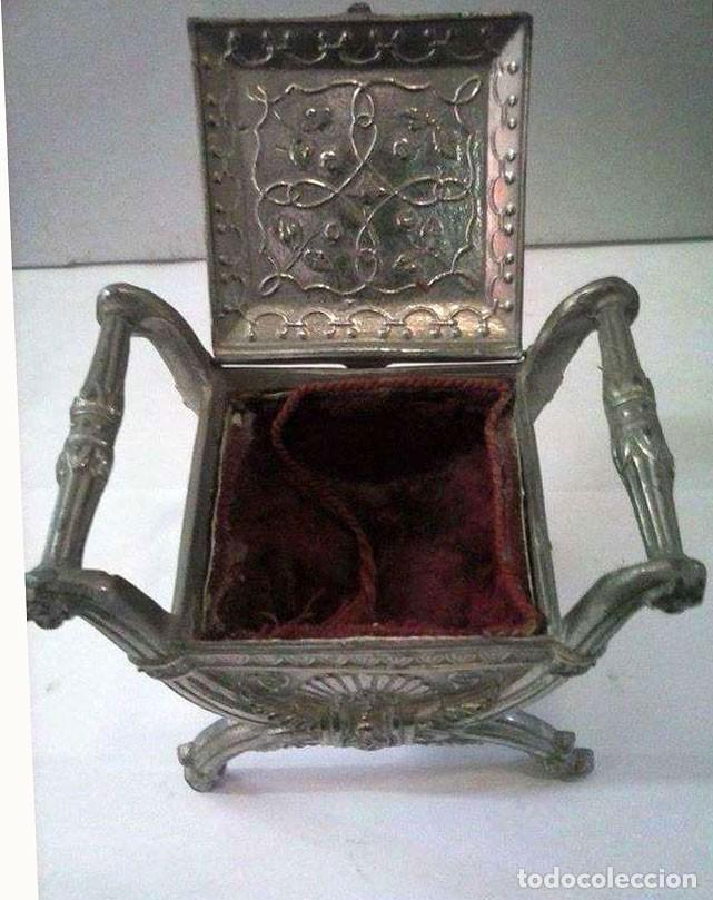 Antigüedades: JOYERO METÁLICO FORRADO EN TERCIOPELO ROJO - Foto 3 - 113636947