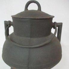 Antigüedades: ANTIGUO POTE - OLLA - CALDERO DE HIERRO - CON TAPA Y ASA - MUY BUENAS MEDIDAS. Lote 130746255