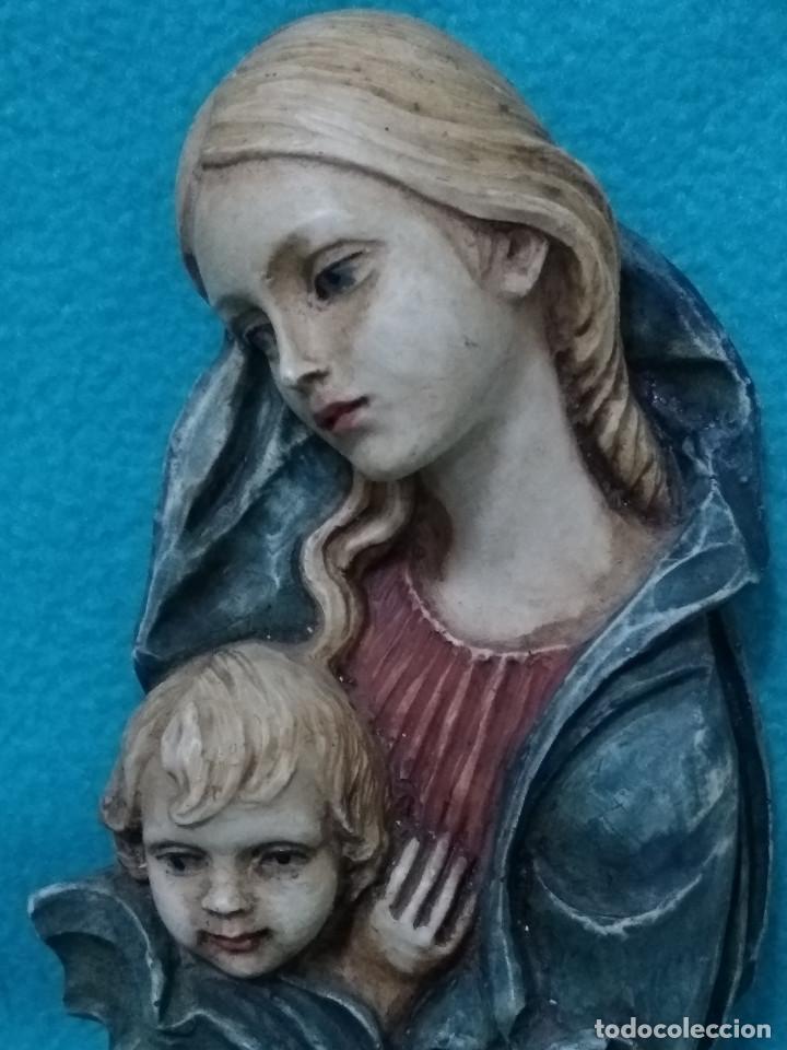 Antigüedades: Bellísima VIRGEN con NIÑO en resina policromada, de GUERRINI Artesanía. - Foto 2 - 113657239