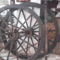 Antigüedades: RUEDAS DE CARRO EN PERFECTO ESTADO-LLANTAS DE HIERRO- EJE Y ARANDELAS DE SUJECION MAS LLAVE. Lote 113665555