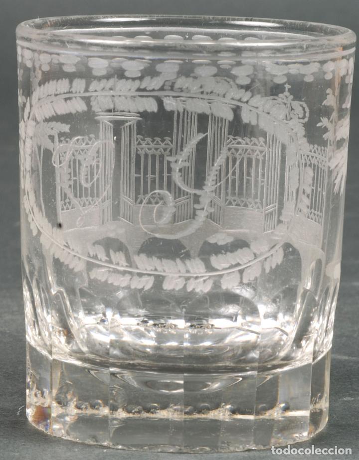 VASO DE CRISTAL RECUERDO DE LA GRANJA GRABADO AL ÁCIDO INICIALES V Y HACIA 1850 (Antigüedades - Cristal y Vidrio - La Granja)