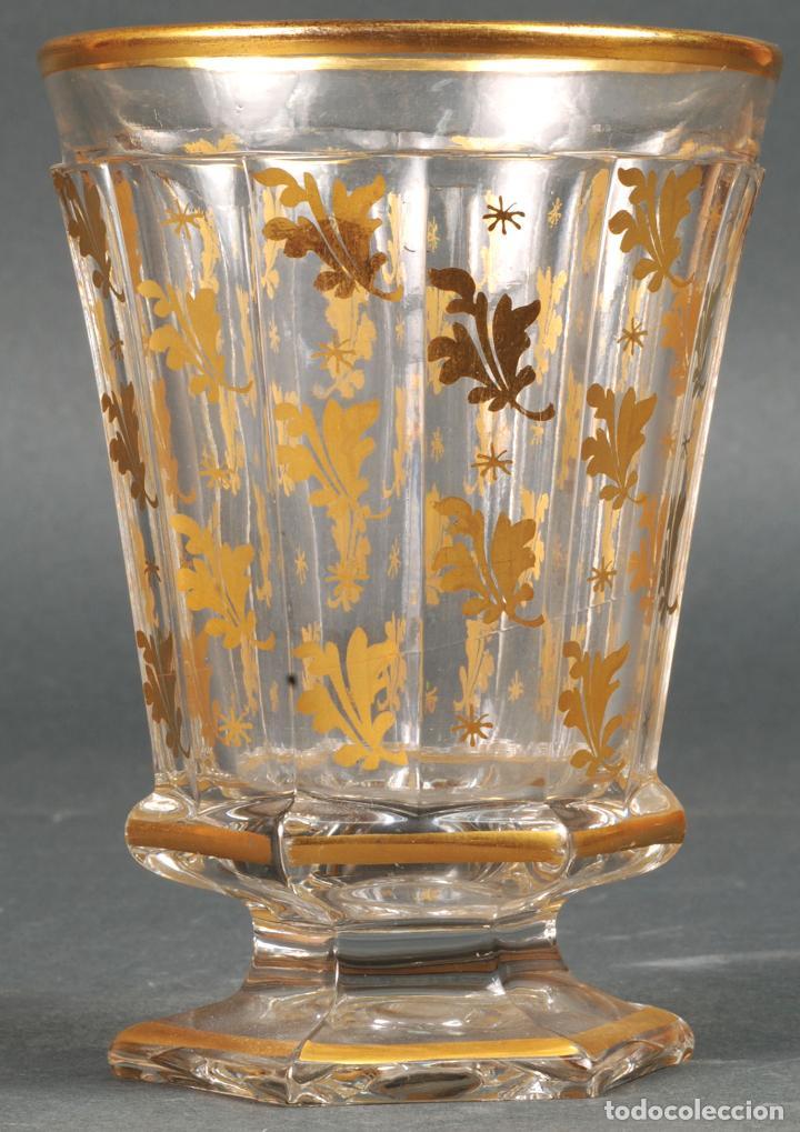 Antigüedades: Vaso de cristal de La Granja con decoración vegetal en dorado siglo XIX - Foto 2 - 113671599