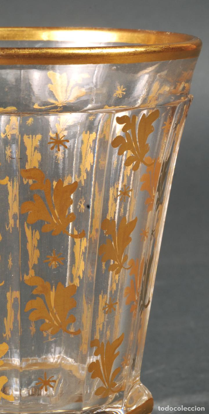 Antigüedades: Vaso de cristal de La Granja con decoración vegetal en dorado siglo XIX - Foto 3 - 113671599
