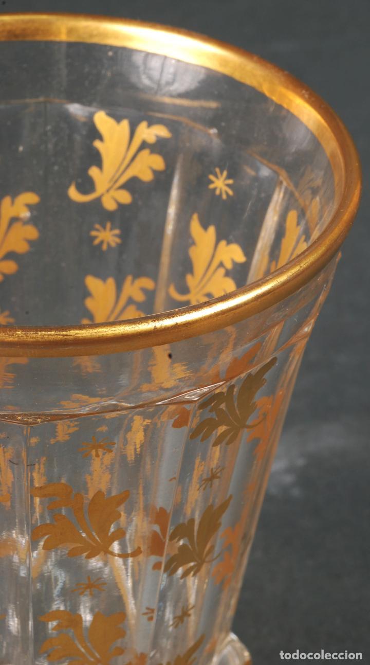 Antigüedades: Vaso de cristal de La Granja con decoración vegetal en dorado siglo XIX - Foto 5 - 113671599