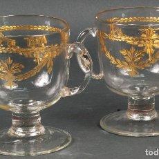 Antigüedades: PAREJA DE COPAS DE CRISTAL SOPLADO TALLADO Y DORADO DE LA GRANJA SIGLO XVIII. Lote 113671939