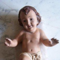 Antigüedades: FIGURA NIÑO JESÚS OLOT. OJOS CRISTAL. 31 CMS. LARGO.. Lote 113711863