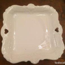 Antigüedades - Antigua bandeja de porcelana blanca vidriada con asas de los años 50 - 113717139