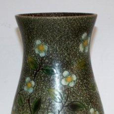 Antigüedades: JARRON EN CERÁMICA PINTADA DE LOS TALLERES SERRA. Lote 113727791