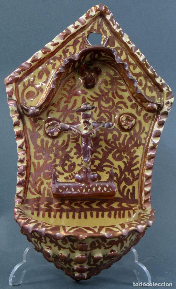 BENDITERA CERÁMICA MANISES REFLEJO METÁLICO SIGLO XX (Antigüedades - Porcelanas y Cerámicas - Manises)
