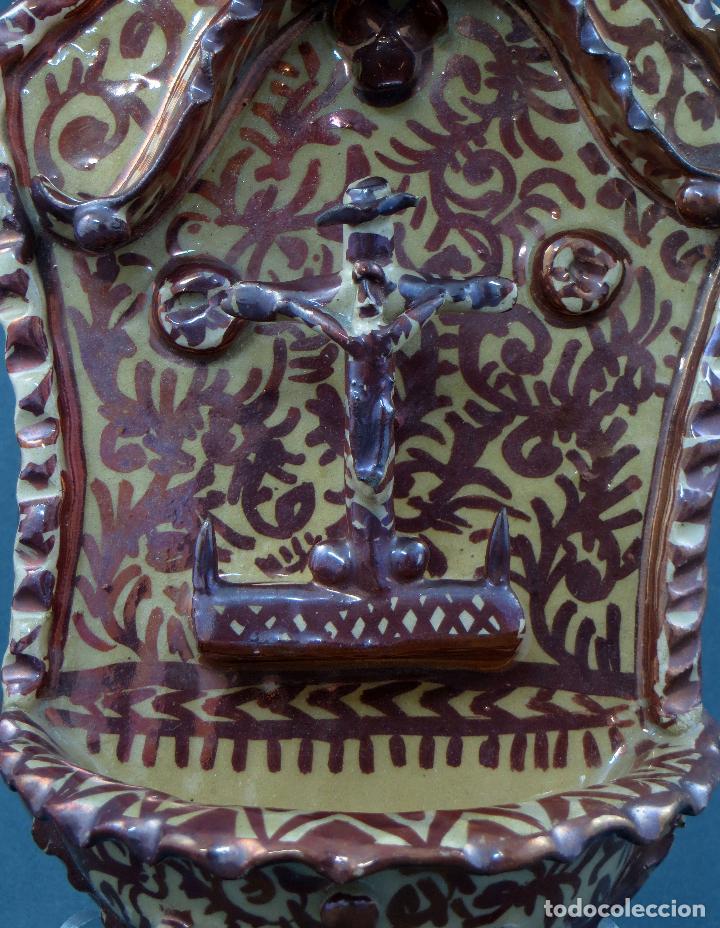Antigüedades: Benditera cerámica Manises reflejo metálico siglo XX - Foto 2 - 113755247