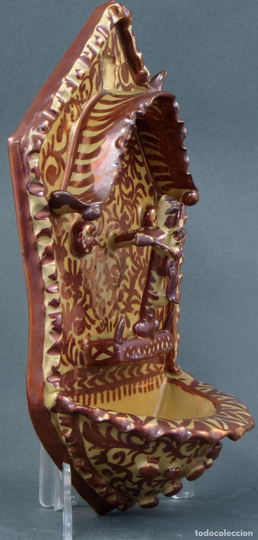 Antigüedades: Benditera cerámica Manises reflejo metálico siglo XX - Foto 3 - 113755247