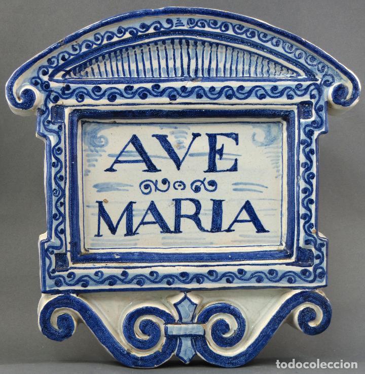 PLACA AVE MARÍA CERÁMICA ESMALTADA BLANCA Y AZUL TRIANA PRINCIPIOS DEL SIGLO XX (Antigüedades - Porcelanas y Cerámicas - Triana)