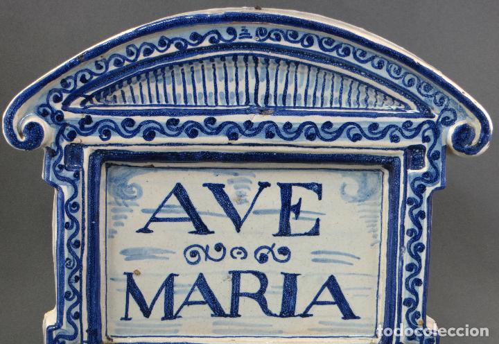Antigüedades: Placa Ave María cerámica esmaltada blanca y azul Triana principios del siglo XX - Foto 3 - 113763951