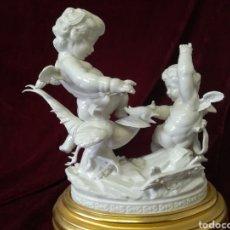 Antigüedades: GRUPO FAISÁN PORCELANA ALGORA CON PEANA ORIGINAL. Lote 113825259