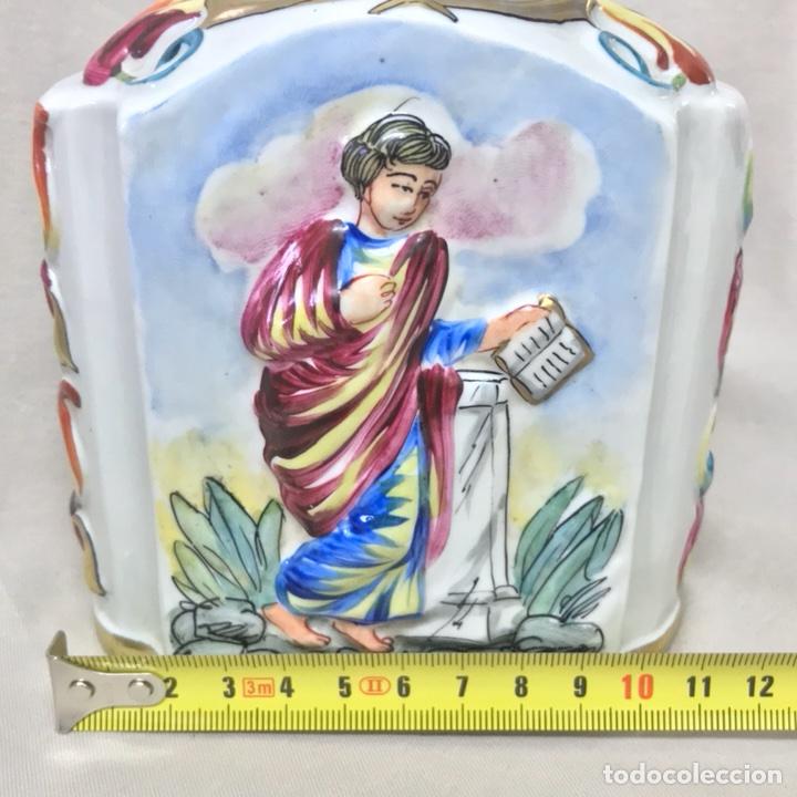 Antigüedades: ESENCIERO BOTELLA PORCELANA CAPODIMONTI PINTADO A MANO RELIEVE CAPODIMONTE 15CM ALTO - Foto 27 - 113882062