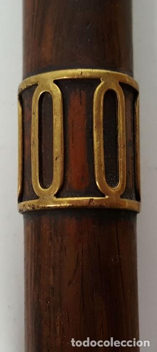 Antigüedades: BASTÓN DE PASEO. MADERA. PUÑO CURVO DE MADERA. REMATE DE METAL. AÑOS 50. - Foto 2 - 113889019