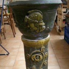 Antigüedades: MACETERO TERRACOTA MODERNISTA. AÑOS 30. CON PIE. Lote 113907239