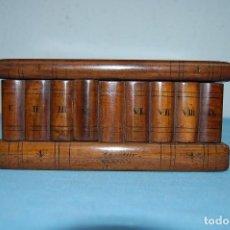 Antiquités: CURIOSA CAJA MADERA EN FORMA DE LIBROS CON SECRETO.. Lote 113942651
