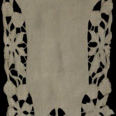 Antigüedades: ANTIGUO CAMINO DE MESA - ENCAJE SOBRE LINO S.XIX. Lote 113964959