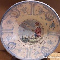 Antigüedades: MAGNÍFICO PLATO DE CERÁMICA. OFICIOS / PESCADOR. 33 CM Ø. PPOS. S. XX. PERFECTO / VER FOTOS.. Lote 103721867