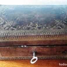 Antigüedades: CAJA ENCUERADA DEL SIGLO XIX. Lote 114041219