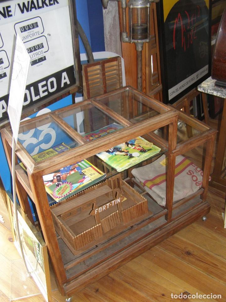 Antigüedades: Antiguo Expositor de Comercio. Para rollos textiles. Años 40s. Restauradio como mueble bar. - Foto 2 - 114047283