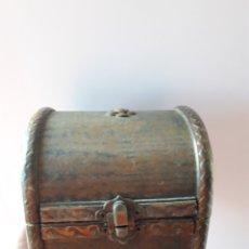 Antigüedades: COFRE DECORATIVO. Lote 114057350