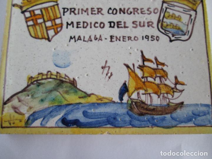Antigüedades: AZULEJO CERAMICA ALCORA - PRIMER CONGRESO MEDICO DEL SUR - MALAGA 1950 - PAGET MARUNY - 13,5X13,5 - Foto 6 - 114059967
