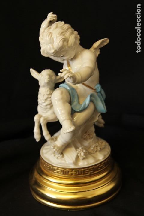 ÁNGEL CON BORREGO EN AUTÉNTICA PORCELANA ALGORA DOCUMENTADA. PERFECTO ESTADO CON PEANA ORO FINO (Antigüedades - Porcelanas y Cerámicas - Algora)