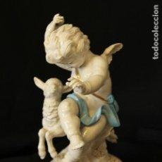 Antigüedades: ÁNGEL CON BORREGO EN AUTÉNTICA PORCELANA ALGORA DOCUMENTADA. PERFECTO ESTADO CON PEANA ORO FINO. Lote 114083243