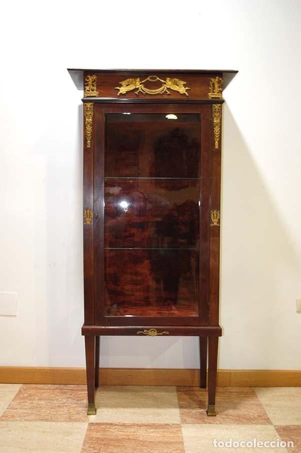 Antigüedades: ANTIGUA VITRINA ESTILO IMPERIO DE MADERA DE CAOBA Y BRONCE - Foto 2 - 114106483