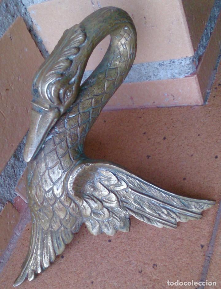 PIEZA DE BRONCE CISNE REMATE ADORNO MUEBLE ANTIGUO (Antigüedades - Hogar y Decoración - Otros)