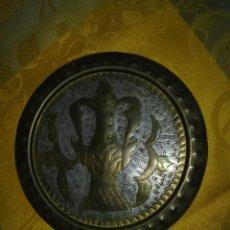 Antigüedades: PLATO GRIEGO DECORATIVO DE METAL. Lote 114179207