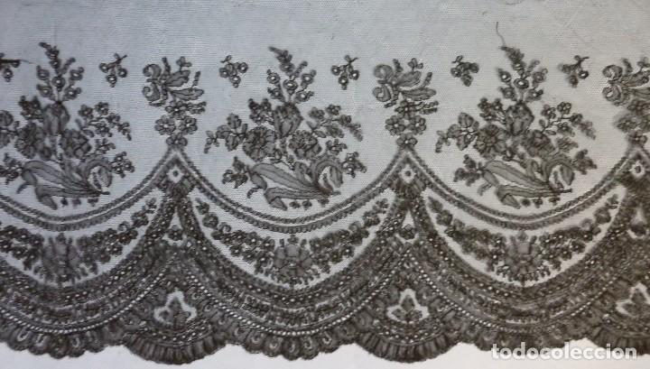 ANTIGUO ENCAJE DE CHANTILLY S.XIX (Antigüedades - Moda - Encajes)