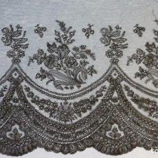 Antigüedades: ANTIGUO ENCAJE DE CHANTILLY S.XIX. Lote 114220579