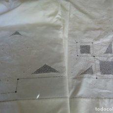 Antigüedades: * SÁBANA DE LINO.BORDADO FILTIRE EN TODO EL EMBOZO.1,80M. (RF:LL-42/E). Lote 114268963