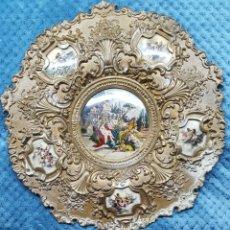 Antigüedades: GRAN PLATO DE BRONCE DE 36 CM.LAS ESCENAS SON TIPO FILMINA.. Lote 114284931