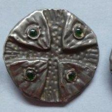 Antigüedades: TRES ANTIGUOS BOTONES ALTA COSTURA - PRIMERA MITAD S.XX. Lote 114287487