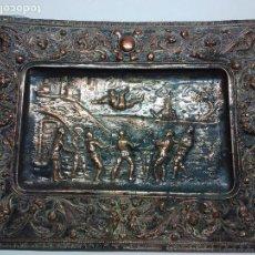 Antigüedades: BANDEJA DE COBRE REPUJADO Y PLATEADO S.XIX. Lote 114296091