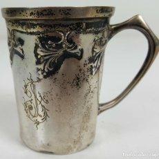 Antigüedades: TAZA DE PLATA PUNZONADA. CINCELADA A MANO. SIGLO XIX.. Lote 163035692