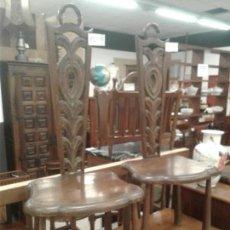 Antigüedades: ANTIGUA PAREJA DE SILLAS RESPALDO TALLADO. MADERA MACIZA.. Lote 114355511