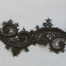 Antigüedades: ANTIGUO APLIQUE DE ENCAJE DE GUIPUR S.XIX . Lote 114369595