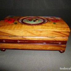 Antigüedades: CAJA MUSICAL HECHA DE MADERA DE OLIVO. Lote 114381583