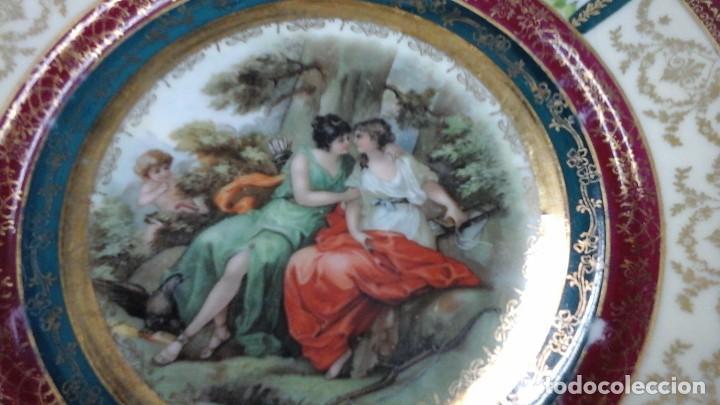 Antigüedades: Pareja de platos decorados en fina porcelana . Ppios siglo xx - Foto 4 - 114402291