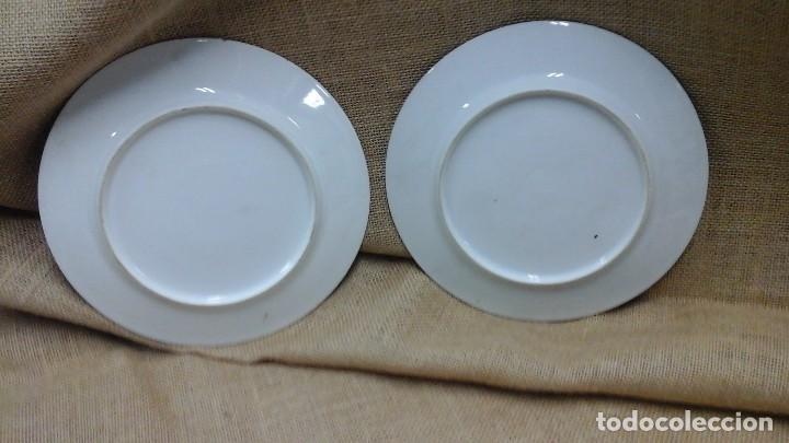 Antigüedades: Pareja de platos decorados en fina porcelana . Ppios siglo xx - Foto 5 - 114402291