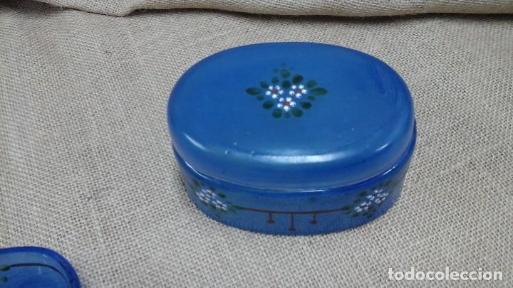 Antigüedades: Juego de tocador años 30 . Cristal pintado con flores esmaltadas - Foto 3 - 114404343