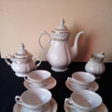 Antigüedades: JUEGO DE CAFÉ DE PORCELANA SANTA CLARA DE VIGO, 5 SERVICIOS + TAZA DE REGALO. Lote 114411339