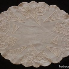 Antigüedades: ANTIGUO TAPETE BORDADO SOBRE LINO PRINCIPIOS S.XX. Lote 114470539